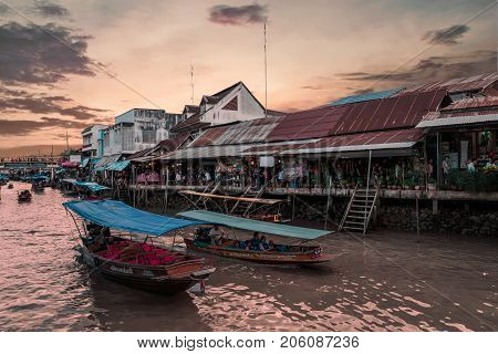 Amphawa, Thailand-27 Sep,2017: In Amphawa Floating Market In Holidays,tourism Are Travel To Amphawa,