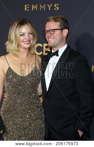 LOS ANGELES - SEP 17:  Abby Elliott, Bill Kennedy at the 69th Primetime Emmy Awards - Arrivals at the Microsoft Theater on September 17, 2017 in Los Angeles, CA