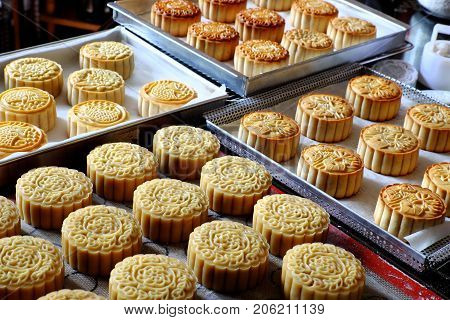 Doing Moon Cake, Baking At Home