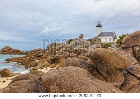 Phare de Pontusval, small lighthouse in the rocks on the beach at Brignogan-Plage, Brittany