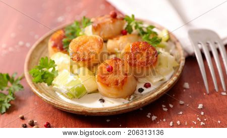 fried scallop with leek