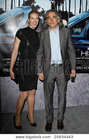 LOS ANGELES - MAR 22:  Kelly Lynch, Mitch Glazer arrive at the Los Angeles HBO Premiere of 'His Way' at Paramount Studios in Los Angeles, California on March 22, 2011.