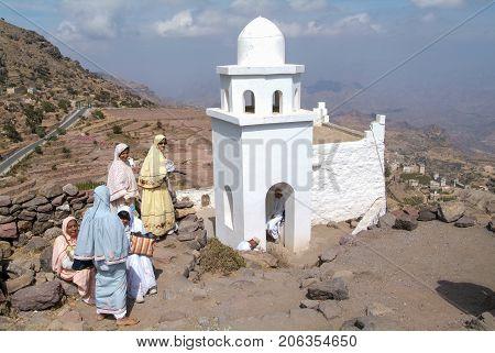 Arab Tourists Visit The Sanctuary Of Al-khutayb On Yemen