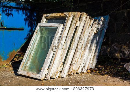 old wooden windows in the trash looking for replacements for new ones