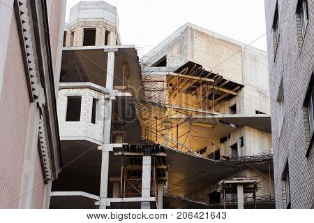 Construction of a new building stage of erection of floors
