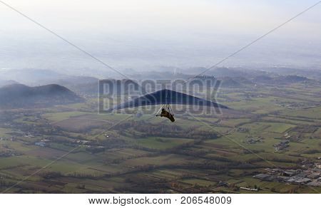 Man Flies With His Hang Gliding