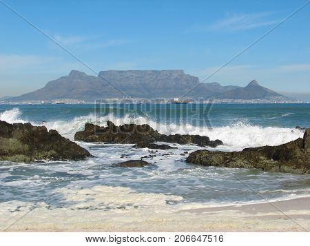 VIEW OF TABLE MOUNTAIN, FROM BLOUBERG STRAND, CAPE TOWN, SOUTH AFRICA 43hh