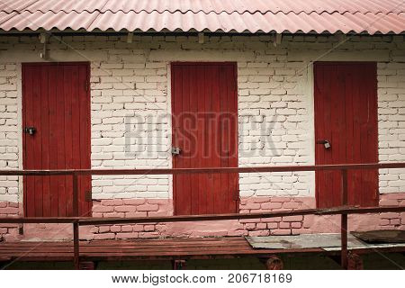 three red doors brick choice for you