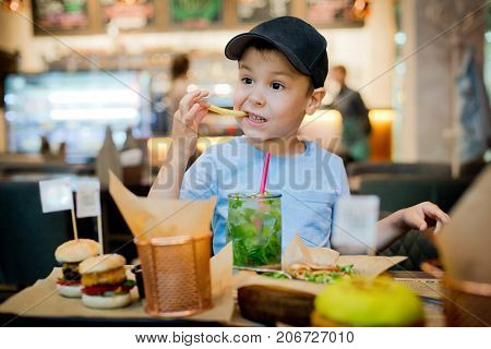 a child eats fast food French fries