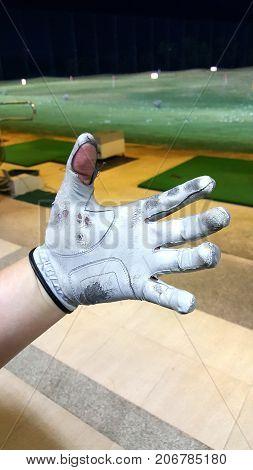Old golf glove make your grip golf bloken