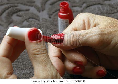 Doing the fingernail
