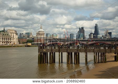 The thames and the city of London from the Queen's walkway
