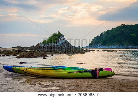 The Small Speedboat Is Mooring In The Wavy Sea Near The Shore With The Background Of The Sea Horizon