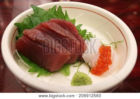 Tune squid and salmon roes sashimi set