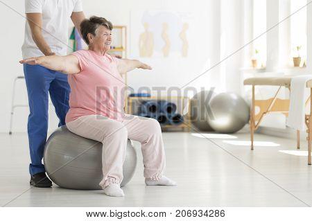 Ward Sitting On Fit Ball