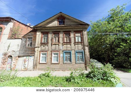 Nizhny Novgorod Russia. - June 30.2016. Wooden house on the street Nizhegorodskaya 7. An old house of old construction requires repair.
