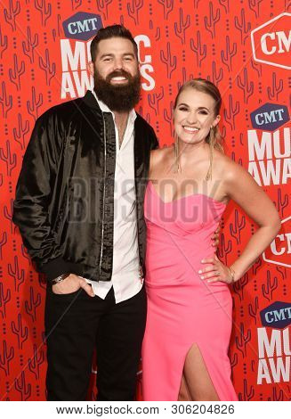 NASHVILLE - JUN 5: Jordan Davis (L) and wife Kristen attend the 2019 CMT Music Awards at Bridgestone Arena on June 5, 2019 in Nashville, Tennessee.