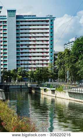 Singapore-22 Jul 2017:singapore Rochor Canal And Hdb Building View