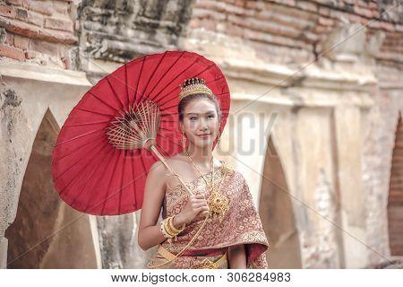 Traditional Thai Dress. Beautiful Women Wearing A Traditional Thai Cloth As A Wedding Dress Holding