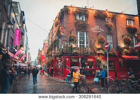 Dublin, Ireland - September, 2018. View Of A Famous Pub In The Temple Bar Area In Central Dublin. It