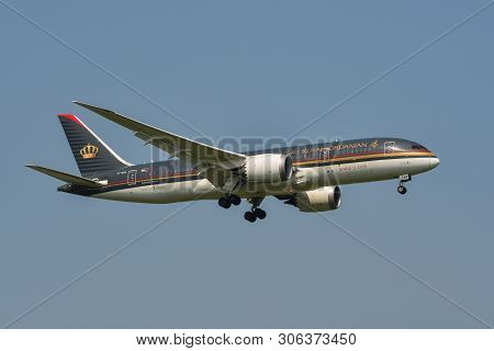 Bangkok, Vietnam - Sep 17, 2018. Jy-baa Royal Jordanian Boeing 787-8 Dreamliner Landing At Suvarnabh