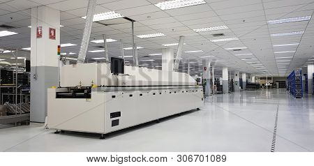 The Surface Mount Technology Machine,automation Machine In Modern Manufacturing In Pathum Thani Thai