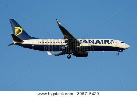 Ryanair Boeing 737-800 Ei-efz Passenger Plane Landing At Madrid Barajas Airport