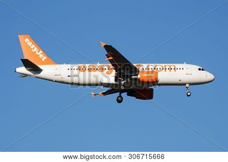 Easyjet Airbus A320 G-eztz Passenger Plane Landing At Madrid Barajas Airport