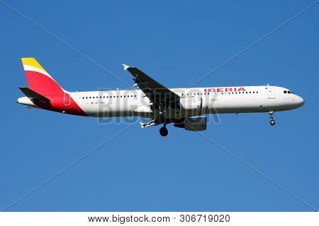 Iberia Airlines Airbus A321 Ec-huh Passenger Plane Landing At Madrid Barajas Airport