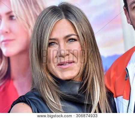 LOS ANGELES - JUN 10:  Jennifer Aniston arrives for the Netflix 'Murder Mystery' Premiere on June 10, 2019 in Westwood, CA