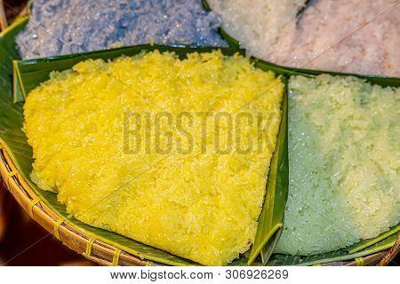 Thai Dessert Sweet Sticky Rice In Plate On Wood Pattern