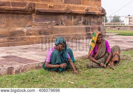 Aihole, Karnataka, India - November 7, 2013: Huchchimalli Gudi Or Temple. 2 Female Gardeners In Colo