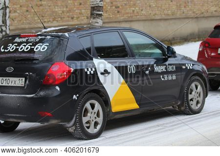 12.05.2020 Syktyvkar, Russia, Black Car With A Yellow And White Stripe Of The Yandex Taxi Company Ag