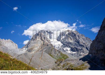 Grande Casse Alpine Glacier Landscape In Pralognan La Vanoise. French Alps.