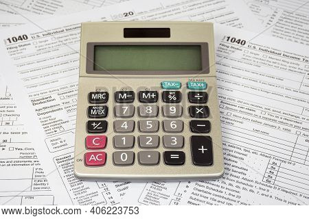 Calculator With Blank Screen On 2020 Internal Revenue Service 1040 Tax Forms