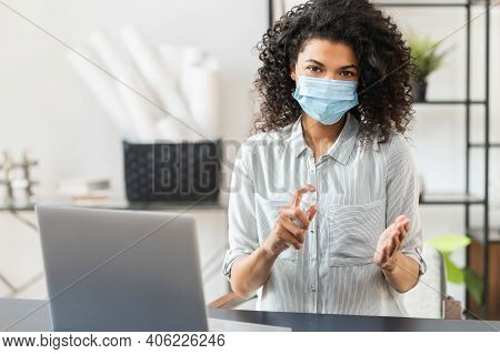 Young African American Businesswoman With Curly Hair Wearing Protective Face Mask While Working In T