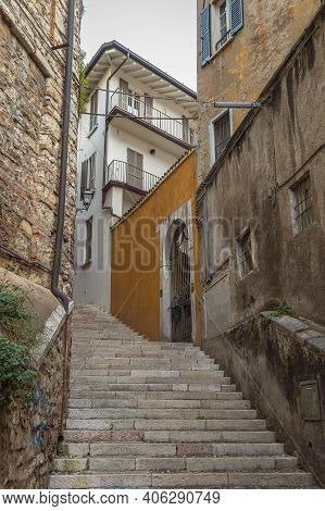 Beautiful Narrow Alley With Upstairs In Brescia City. Historical Architecture Of The Lombardia Regio