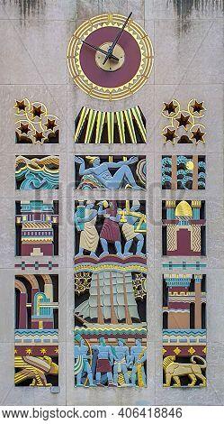 New York, Usa - March 6, 2020: Egyptian Symbols Of Equinox Rockefeller Center Building From Rockefel
