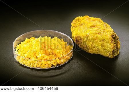 Uranyl Nitrate Or Uranium Is A Yellow Water-soluble Uranium Salt Used In Photography And Fertilizers
