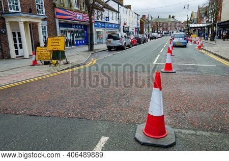 Mold, Flintshire; Uk: Jan 28, 2021: A Very Quiet Mold Town Centre On A Thursday Afternoon. Traffic R