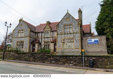 Mold, Flintshire; Uk: Jan 28, 2021: The Mold Branch Of Citizens Advice Is Located In A Detached Buil