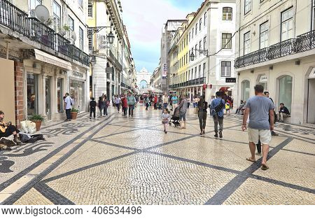 Lisbon, Portugal - June 3, 2017: People Walking In The Augusta Street. The Pedestrian Street Is Pave
