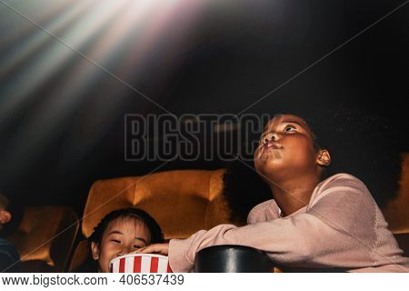 Little Girl African American Descent, Enjoy Watching Movies And Paying Attention To Fun Entertainmen