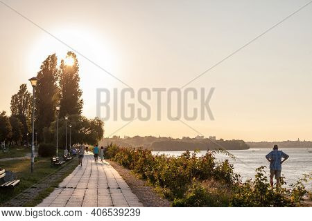 Belgrade, Serbia - August 29, 2020: People Walking And Running On A Pedestrian Waterfront Of The Dan