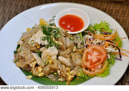 Noodles,stir Fried Noodles With Chicken And Egg