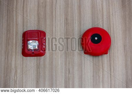 A Fire Alarm With Built In Strobe Light To Alert In Case Of Fire. A Sound And Strobe Fire Alarm Is M