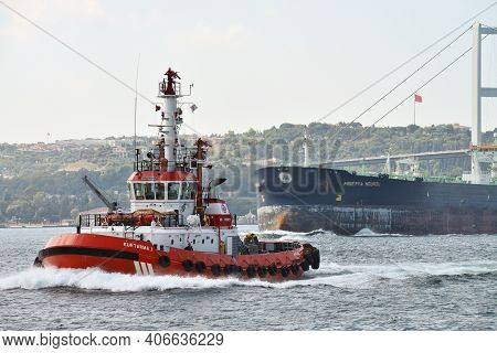 Istanbul - August 08: Ships In Bosporus Strait At August 08, 2013 In Istanbul, Turkey. Some 50,000 S