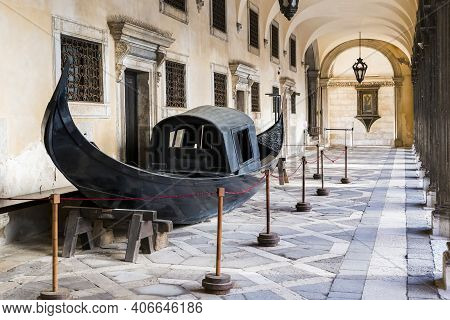 Venice, Italy - May 08, 2018: It Is An 18th Century Gondola On Display In The Courtyard Gallery Of T