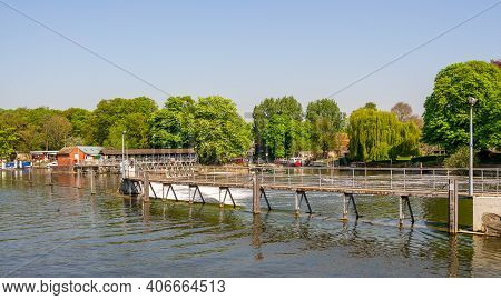 The Weir On The River Thames At Molesey, Surrey, Uk