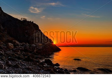 The Sun Rises Over The Sea In The Early Morning At Dawn